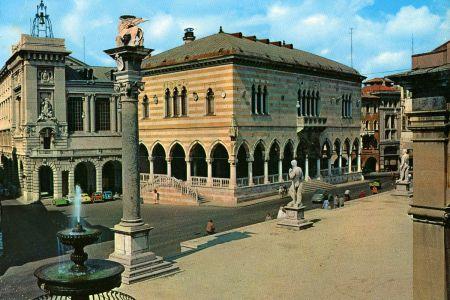 udine_piazzaliberta.jpg