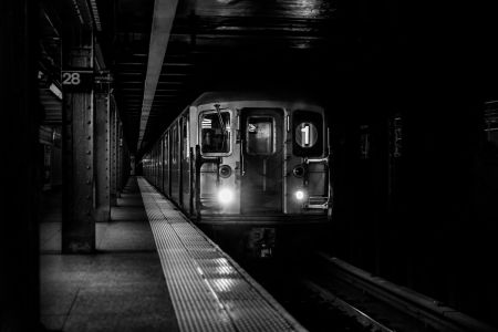 gratisography-subway-train-arrival.jpg